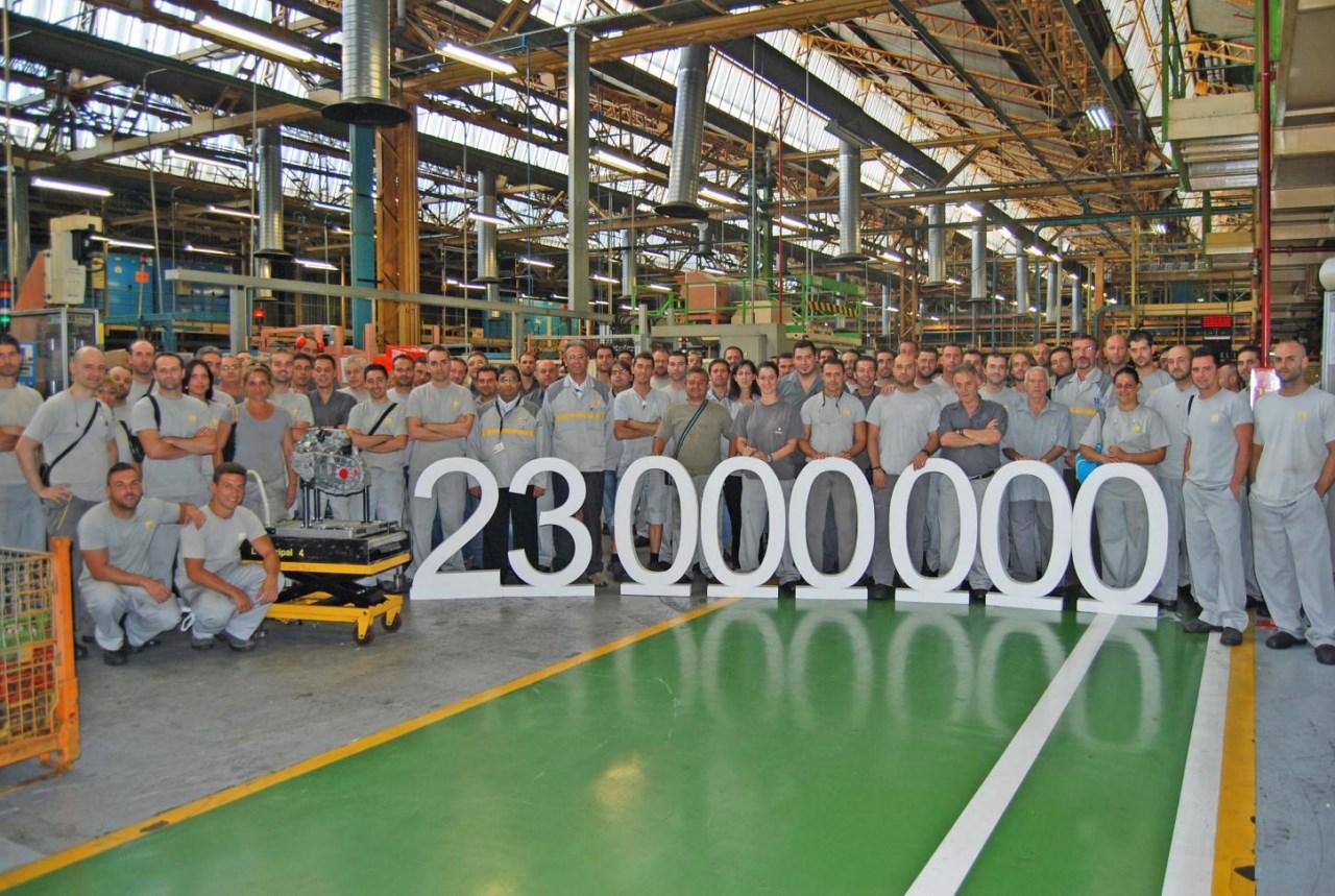 La factor a de renault en sevilla fabrica 23 millones de for La fabrica del mueble sevilla