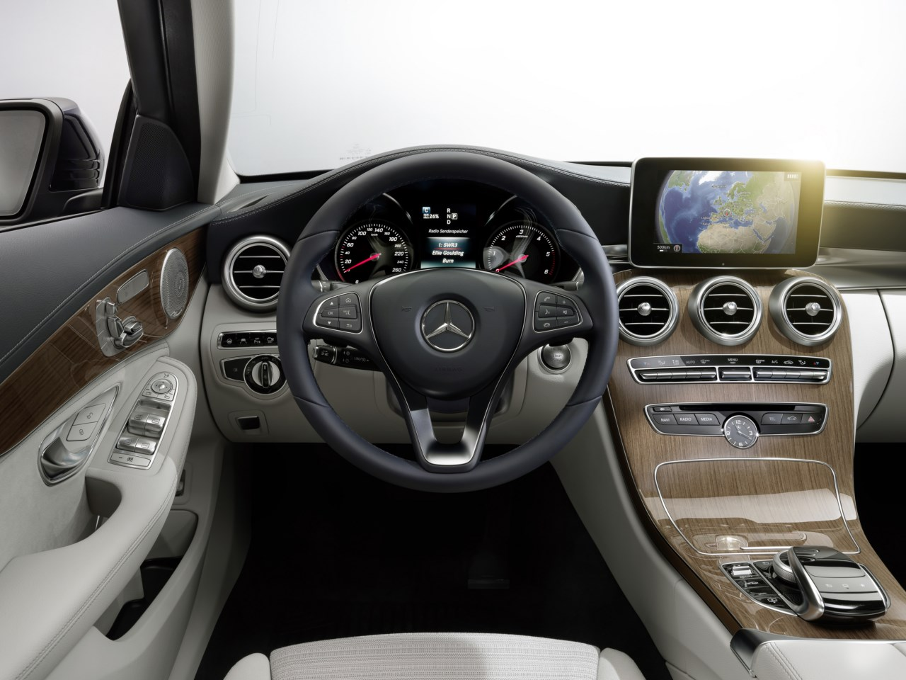 Nuevo mercedes benz clase c desde euros revista for Interior mercedes clase c