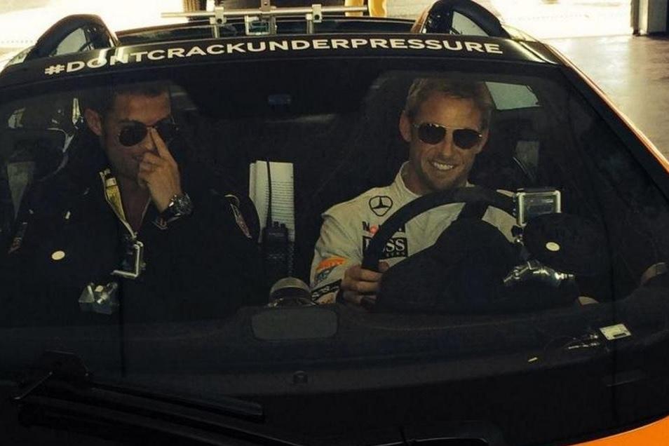 Cristiano Ronaldo y Jenson Button comparten pista