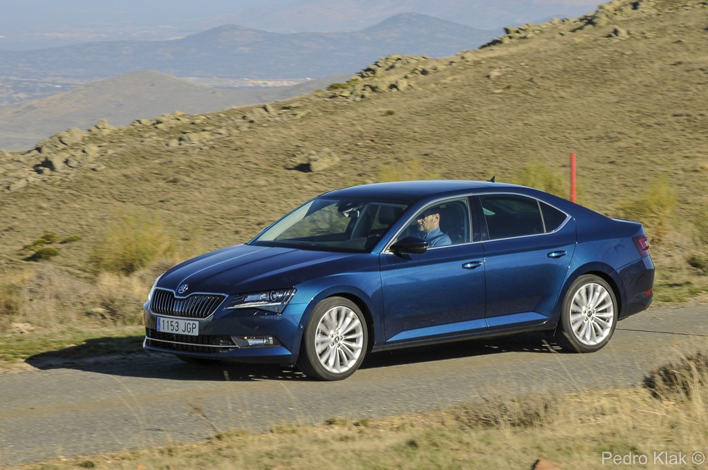 Skoda Superb_ext_11