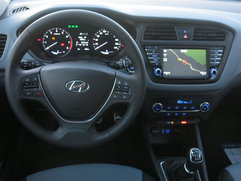 Contacto hyundai i20 active m s aventura y m s estilo revista del motor - Hyundai i20 interior ...