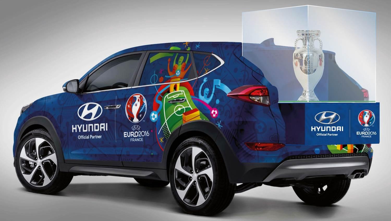 hyundai tucson elegido para transportar el trofeo de la eurocopa. Black Bedroom Furniture Sets. Home Design Ideas
