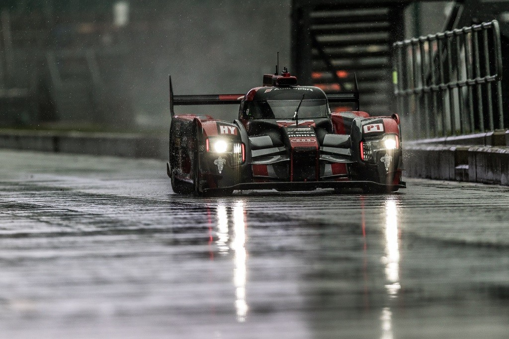 Wet Weather - Silverstone Circuit - Towcester, Northamptonshire - UK