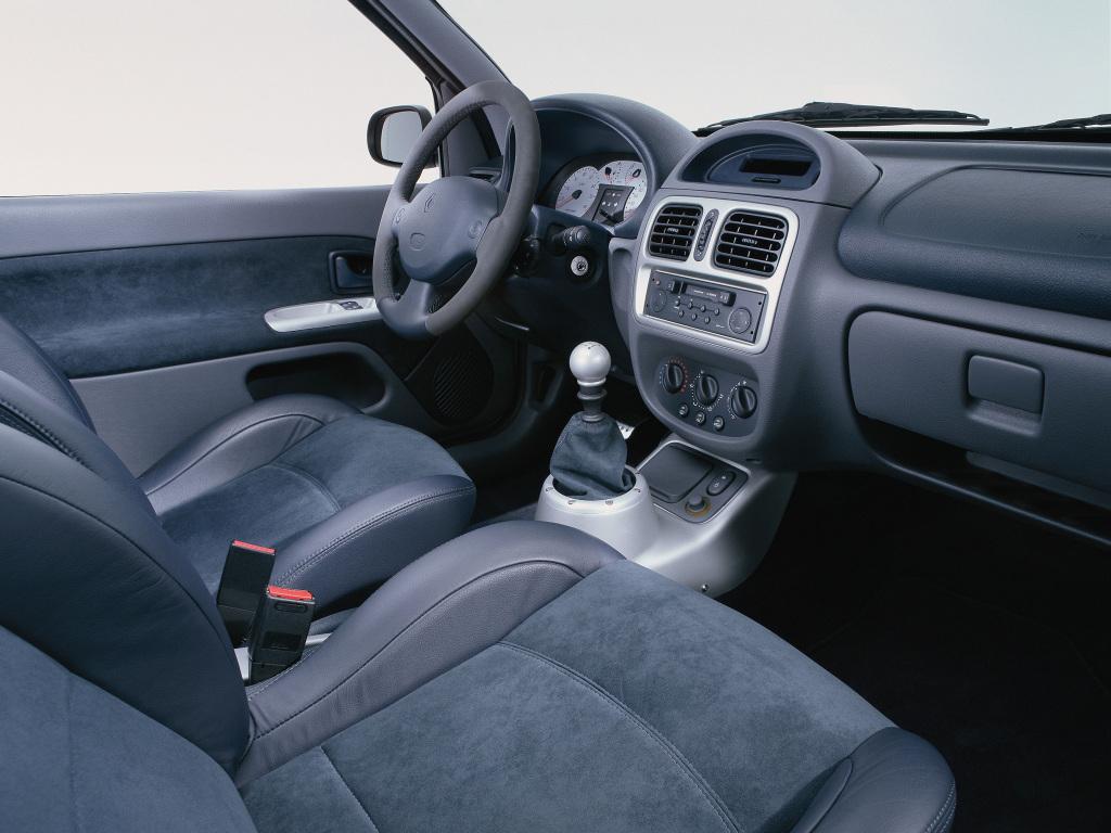 Renault clio v6 2000 6 revista del motor for Renault clio 2 interieur