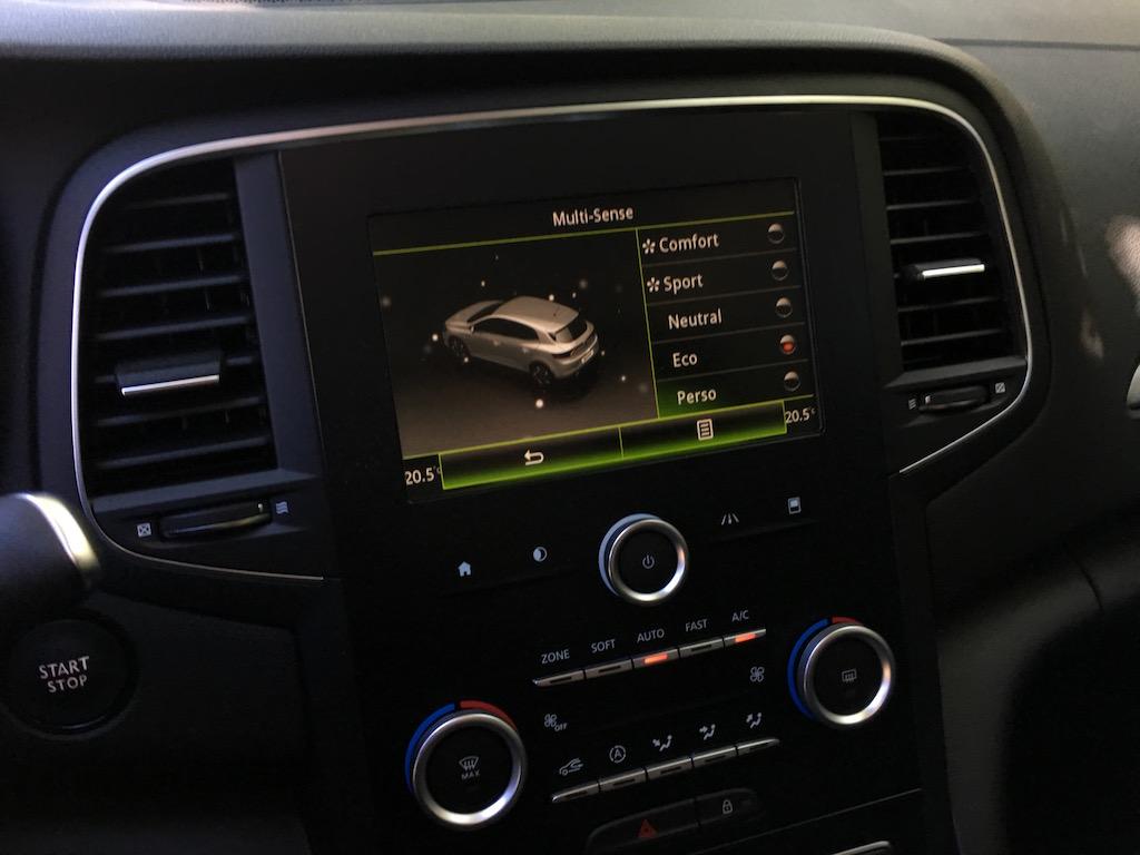 Renault_Megane_int_675