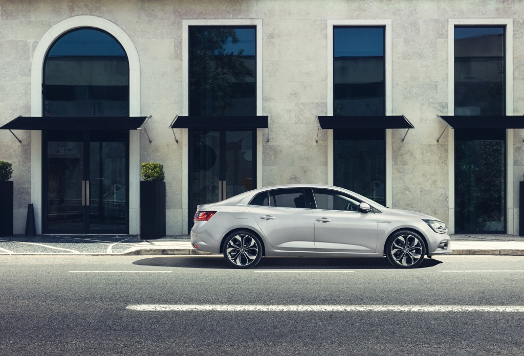 THE MÉGANE FAMILY IS EXTENDED WITH THE ARRIVAL OF ALL- NEW MÉGANE GRAND COUPE EMBARGO 09h00 UK 120716 (18)
