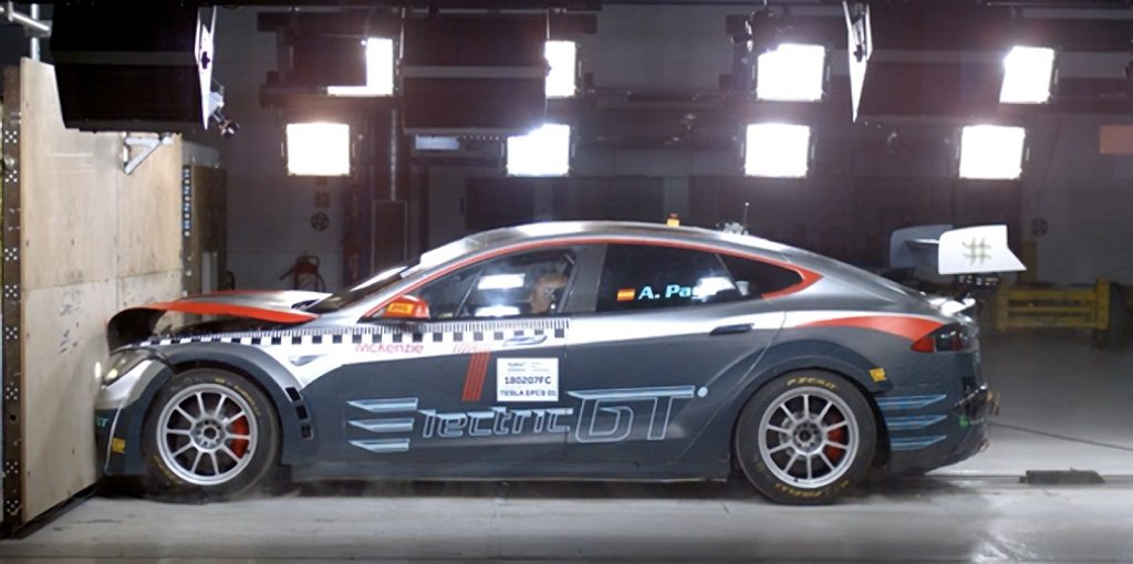 El Tesla Model S P100D supera el crash test oficial de la FIA